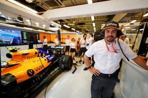Fernando Alonso, nel garage McLaren