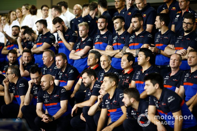The Toro Rosso team pose for a group photo, including Masashi Yamamoto, General Manager, Honda Motorsport, Franz Tost, Team Principal, Toro Rosso, and Toyoharu Tanabe, F1 Technical Director, Honda