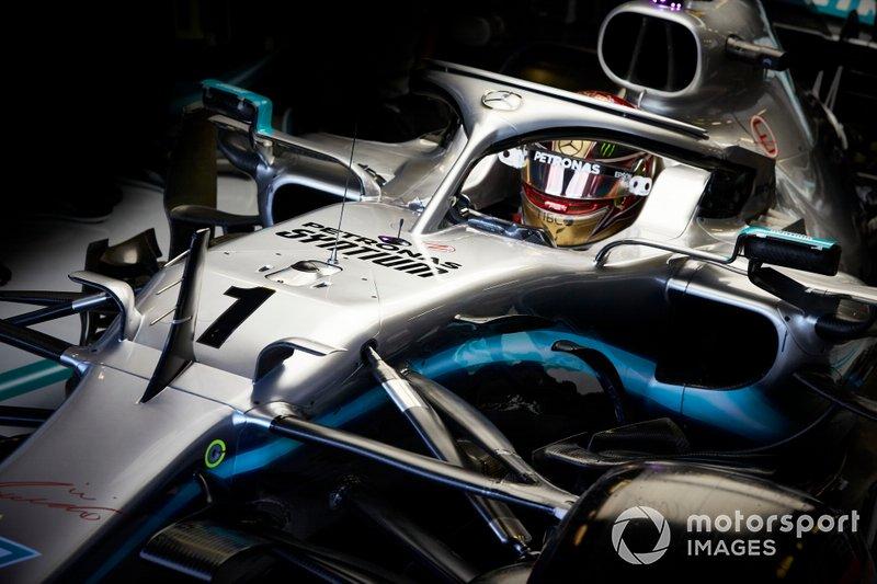 Lewis Hamilton, Mercedes AMG F1 W10, con la monoposto contraddistinta dal numero 1, usata nelle FP1
