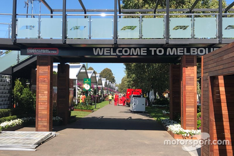 Entrada al paddock de Melbourne
