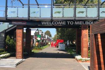 Melbourne padok girişi