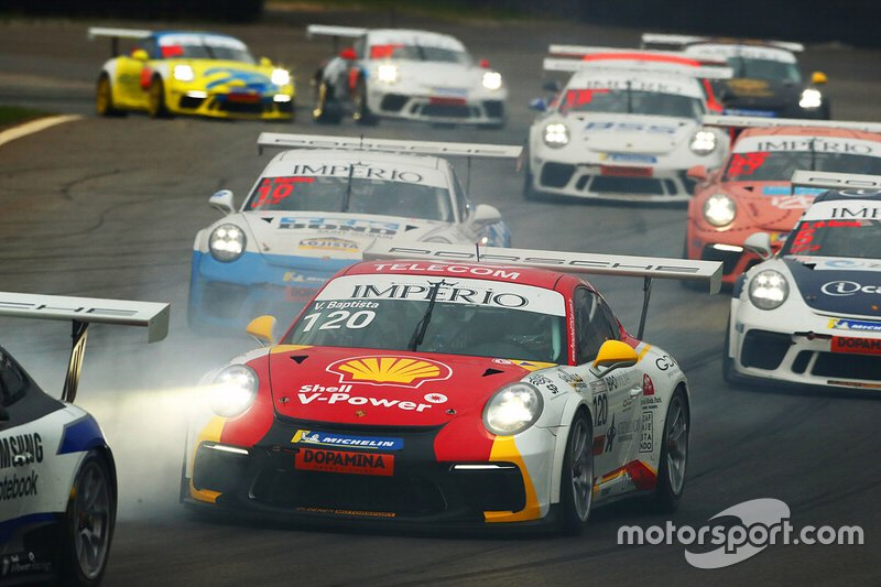 Disputa da Carrera Cup 40 em Interlagos