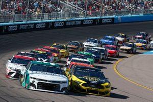 Чейс Эллиотт, Hendrick Motorsports, Chevrolet Camaro и Брэд Кеселовски, Team Penske, Ford Mustang