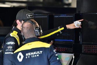 Esteban Ocon, Renault F1 parla con un ingegnere
