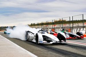 Edoardo Mortara, Venturi, EQ Silver Arrow 01, et Lucas Di Grassi, Audi Sport ABT Schaeffler, Audi e-tron FE06