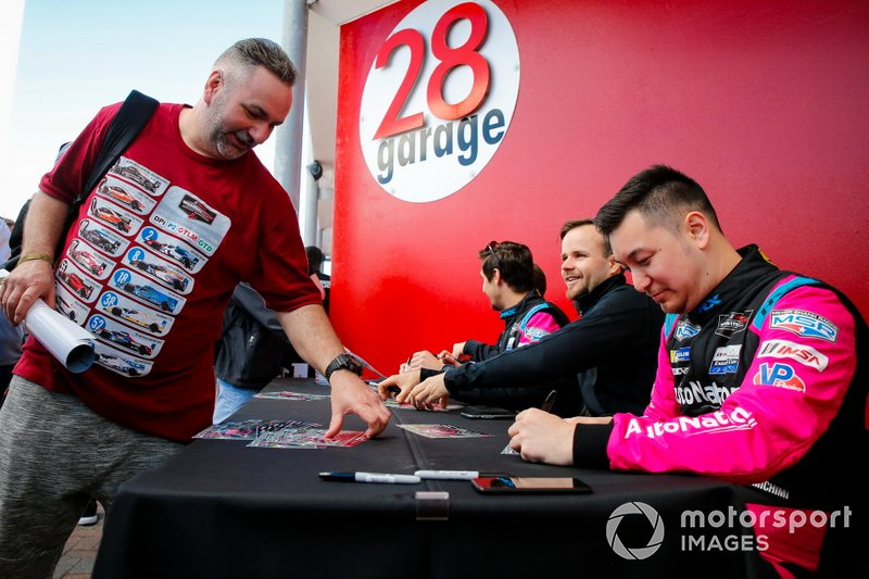 #86 Meyer Shank Racing w/Curb-Agajanian Acura NSX GT3, GTD: Mario Farnbacher, Matt McMurry, Shinya Michimi, Jules Gounon, autograph session