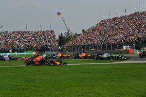 Lewis Hamilton, Mercedes AMG F1 W10, leads Alexander Albon, Red Bull RB15, Carlos Sainz Jr., McLaren MCL34, Lando Norris, McLaren MCL34, and the remainder of the field at the start, as Max Verstappen, Red Bull Racing RB15, runs wide