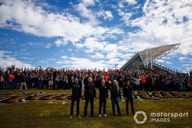 Romain Grosjean, Haas F1 Team, Guenther Steiner, Team Principal, Haas F1 Team, Kevin Magnussen, Haas F1 Team, Gene Haas, proprietario e fondatore, Haas F1 Team e Pietro Fittipaldi, tester e pilota di sviluppo, Haas F1 Team