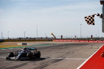 Valtteri Bottas, Mercedes AMG W10, take the chequered flag at the finish