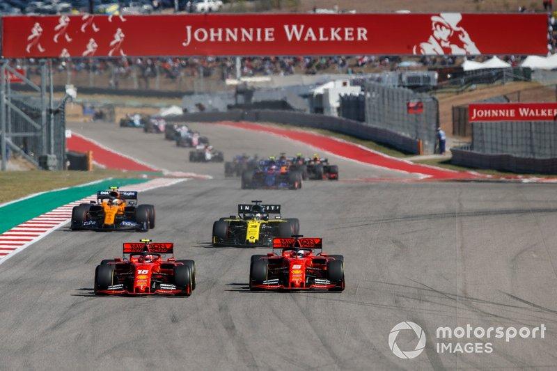 Charles Leclerc, Ferrari SF90, lotta con Sebastian Vettel, Ferrari SF90, davanti a Daniel Ricciardo, Renault F1 Team R.S.19 e Lando Norris, McLaren MCL34