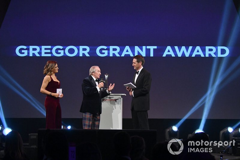 Sir Jackie Stewart, sul palco per presentare il Gregor Grant Award
