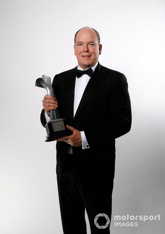 HSH Principe Albert II di Monaco con il Gregor Grant Award per il Gran Premio di Monaco