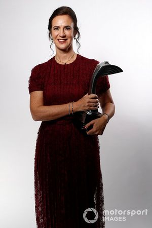 Catherine Bond Muir with the Pioneering and Innovation award won by W Series