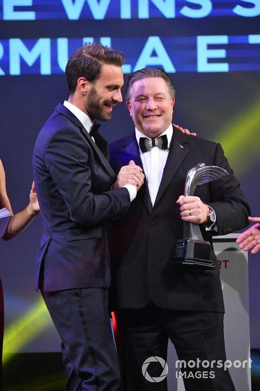 Jean-Eric Vergne vince il Moment of the Year Award, presentato da Zak Brown, Executive Director, McLaren