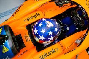 Lando Norris, McLaren, avec un casque spécial