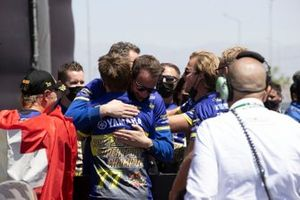 Supersport-Weltmeister 2021: Dominique Aegerter, Ten Kate Racing Yamaha, mit Kervin Bos