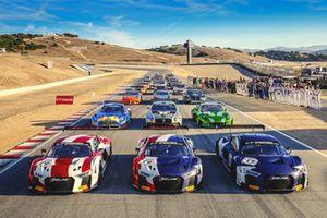 Foto di gruppo con tutte le auto e i piloti