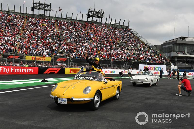Nico Hulkenberg, Renault Sport F1 Team R.S. 18 en el desfile de pilotos y Fernando Alonso, McLaren