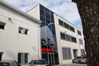 Entrada de la fábrica de Toro Rosso.