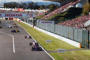 Pierre Gasly, Scuderia Toro Rosso STR13, leads Sergio Perez, Racing Point Force India VJM11, Esteban Ocon, Racing Point Force India VJM11, Carlos Sainz Jr., Renault Sport F1 Team R.S. 18, and Brendon Hartley, Toro Rosso STR13