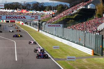 Pierre Gasly, Scuderia Toro Rosso STR13, voor Sergio Perez, Racing Point Force India VJM11, Esteban Ocon, Racing Point Force India VJM11, Carlos Sainz Jr., Renault Sport F1 Team R.S. 18, en Brendon Hartley, Toro Rosso STR13
