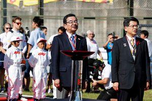 Takahiro Hachigo, Chief Executive Officer, Honda Motor Co, on the grid