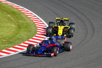 Brendon Hartley, Toro Rosso STR13, devance Nico Hulkenberg, Renault Sport F1 Team R.S. 18