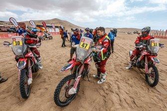 Хосе Игнасио Корнехо Флоримо (№10), Кевин Бенавидес (№47) и Рики Брабек, Monster Energy Honda Team, Honda CRF 450 Rally