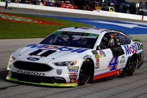 Race winner Kevin Harvick, Stewart-Haas Racing, Ford Fusion Mobil 1