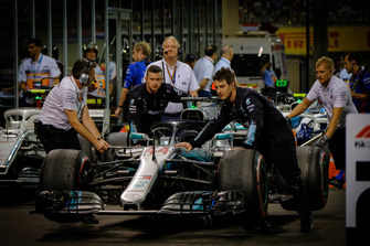 Lewis Hamilton, Mercedes AMG F1 W09, car in pits