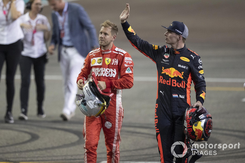 Sebastian Vettel, Ferrari et Max Verstappen, Red Bull Racing dans le parc fermé