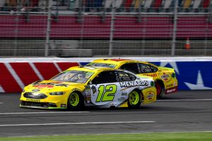 Ryan Blaney, Team Penske, Ford Fusion Menards/Pennzoil and Joey Logano, Team Penske, Ford Fusion Shell Pennzoil