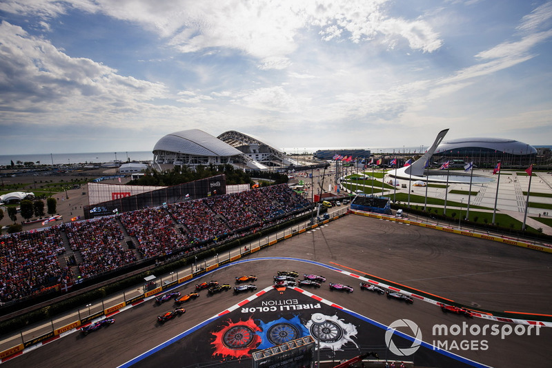 Kimi Raikkonen, Ferrari SF71H, leads Kevin Magnussen, Haas F1 Team VF-18, Charles Leclerc, Sauber C37, Esteban Ocon, Racing Point Force India VJM11, Sergio Perez, Racing Point Force India VJM11, Romain Grosjean, Haas F1 Team VF-18, Marcus Ericsson, Sauber C37, Lance Stroll, Williams FW41, Carlos Sainz Jr., Renault Sport F1 Team R.S. 18, and the remainder of the field at the start