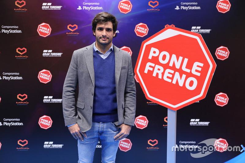 Carlos Sainz presenta la nueva campaña de Ponle Freno y PlayStation