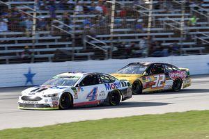 Kevin Harvick, Stewart-Haas Racing, Ford Fusion Mobil 1, Matt DiBenedetto, Go FAS Racing, Ford Fusion Can-Am/Wholey