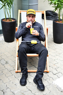 Fernando Alonso, McLaren with a drink in a deck chair