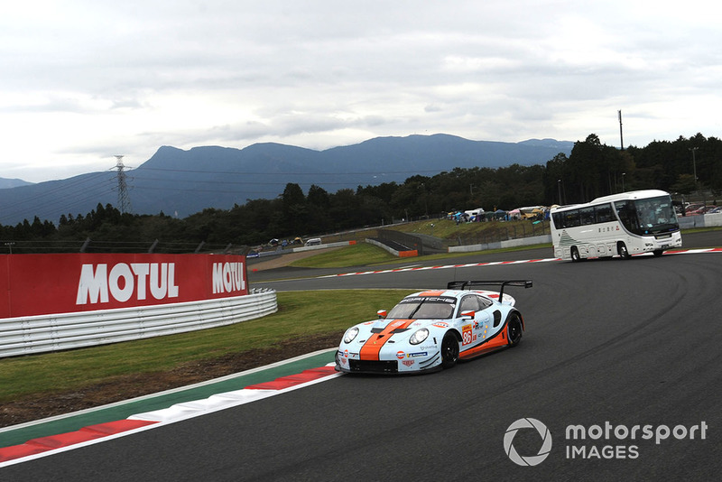 #86 Gulf Racing Porsche 911 RSR: Michael Wainwright, Benjamin Barker, Alex Davison with circuit safari bus