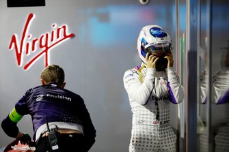 Sam Bird, Envision Virgin Racing puts his helmet on in the garage