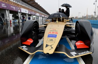 Andre Lotterer, DS TECHEETAH, DS E-Tense FE19 at the end of the pit lane