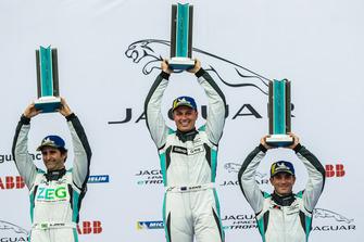 Podio classe PRO: il vincitore della gara Simon Evans, Team Asia New Zealand, il secondo classificato Sérgio Jimenez, Jaguar Brazil Racing, il terzo classificato Bryan Sellers, Rahal Letterman Lanigan Racing