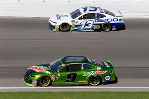 Chase Elliott, Hendrick Motorsports, Chevrolet Camaro Mountain Dew and Ty Dillon, Germain Racing, Chevrolet Camaro GEICO