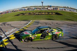 Chase Elliott, Hendrick Motorsports, Chevrolet Camaro Mountain Dew celebrates