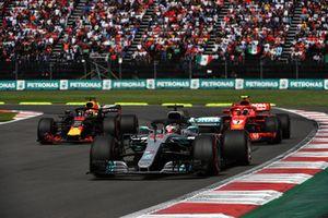 Lewis Hamilton, Mercedes-AMG F1 W09 leads Kimi Raikkonen, Ferrari SF71H and Daniel Ricciardo, Red Bull Racing RB14