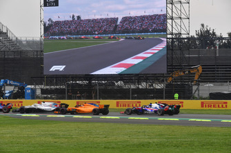 Stoffel Vandoorne, McLaren MCL33 and Pierre Gasly, Toro Rosso STR13 at start of race