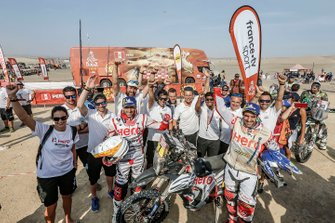 Joaquim Rodrigues, Oriol Mena with the HERO Motorsports Team Rally members