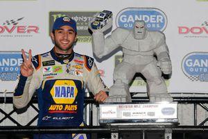 Race winner Chase Elliott, Hendrick Motorsports, Chevrolet Camaro NAPA Auto Parts celebrates