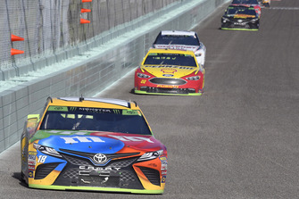 Kyle Busch, Joe Gibbs Racing, Toyota Camry M&M's, Joey Logano, Team Penske, Ford Fusion Shell Pennzoil, Kevin Harvick, Stewart-Haas Racing, Ford Fusion Jimmy John's