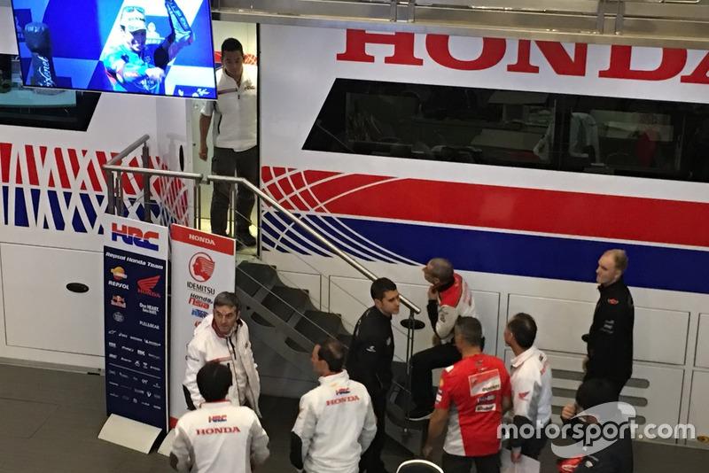 Une réunion de membres du HRC pendant l'arrivée de Jorge Lorenzo chez Honda