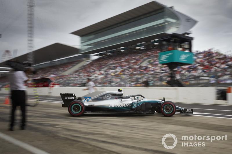 Valtteri Bottas, Mercedes AMG F1 W09, sort du garage