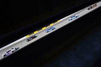 A.J. Allmendinger, JTG Daugherty Racing, Chevrolet Camaro Kroger ClickList e J.J. Yeley, BK Racing, Toyota Camry